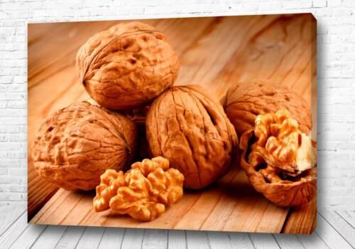 Постер Грецкий орех в скорлупке