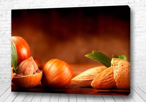 Постер Ореховые плоды