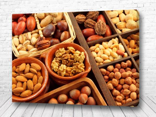 Постер Орехи в чашках