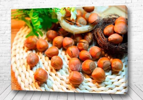 Постер Орешки на столе