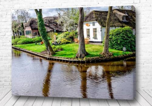 Постер дома на озере