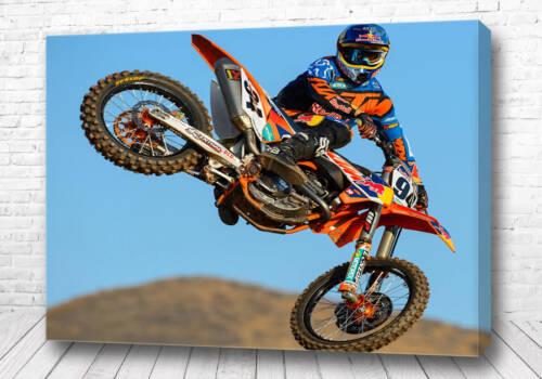 Постер Мотоциклист в воздухе