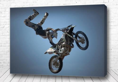 Трюк на мотоцикле