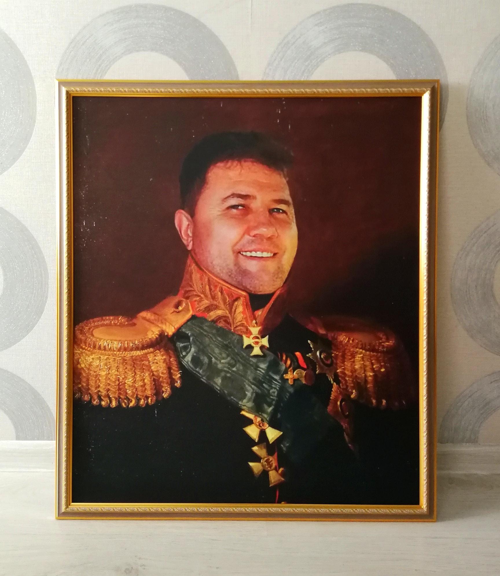 Портрет в образе генерала на холсте
