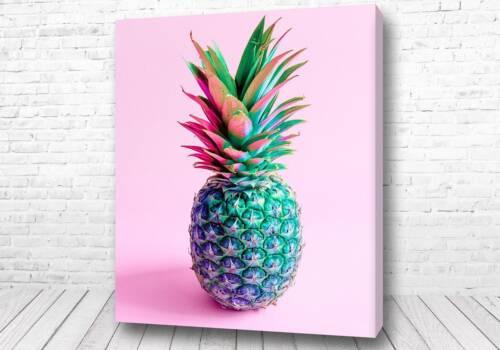Яркий ананас