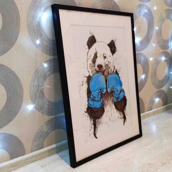 Постер Панда в перчатках на бумаге под стеклом