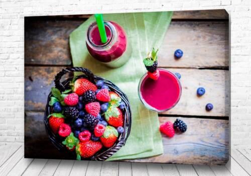 Постер коктейль из ежики и малины