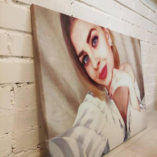 Портрет в обработке девушки на холсте 3